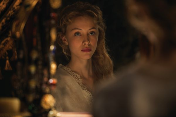 Dracula Untolds Sarah Gadon On Her 10 Hour Make Out Session With