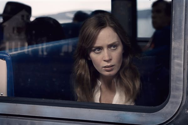 Emily Blunt The Girl on the Train poster