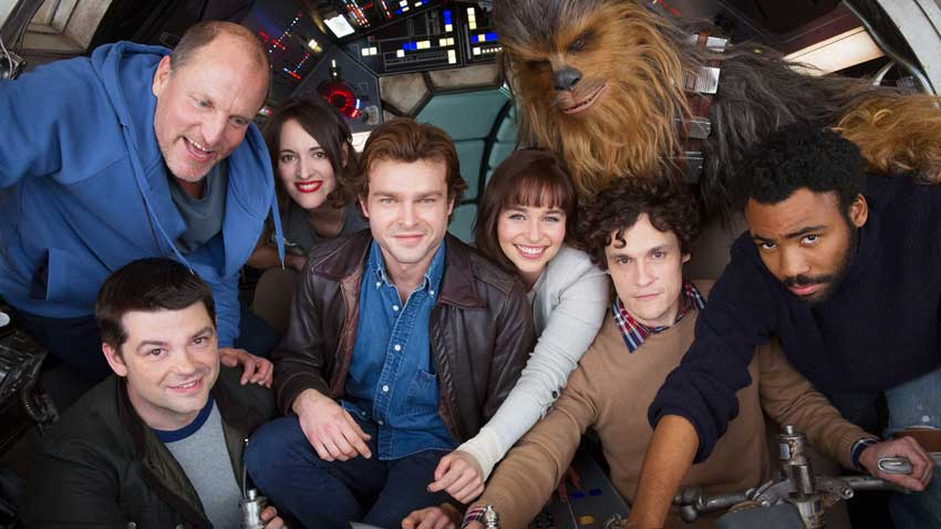 Clockwise from bottom left: co-director Christopher Miller, Woody Harrelson, Phoebe Waller-Bridge, Alden Ehrenreich, Emilia Clarke, Joonas Suotamo as Chewbacca, co-director Phil Lord, and Donald Glover. Photo credit: Jonathan Olley ©2017 Lucasfilm Ltd. All Rights Reserved.